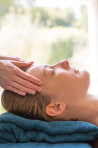 relaxing head and face massage on ladies spa day